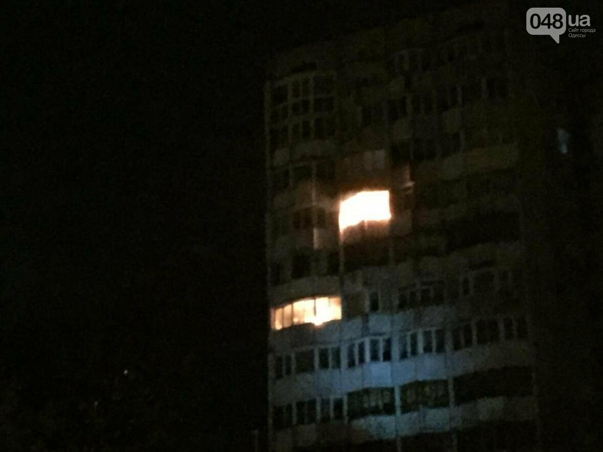 Ночной пожар в Одессе: На Таирова полыхала многоэтажка (ФОТО), фото-2