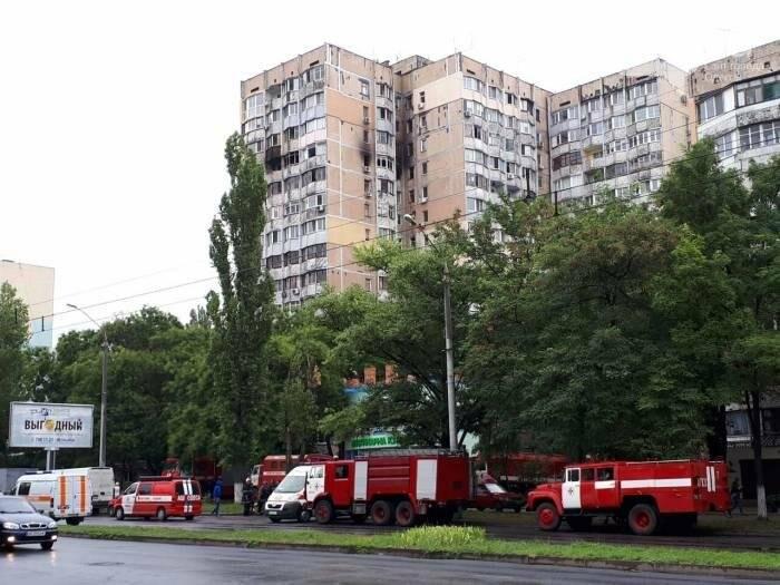 Ночной пожар в Одессе: На Таирова полыхала многоэтажка (ФОТО), фото-1