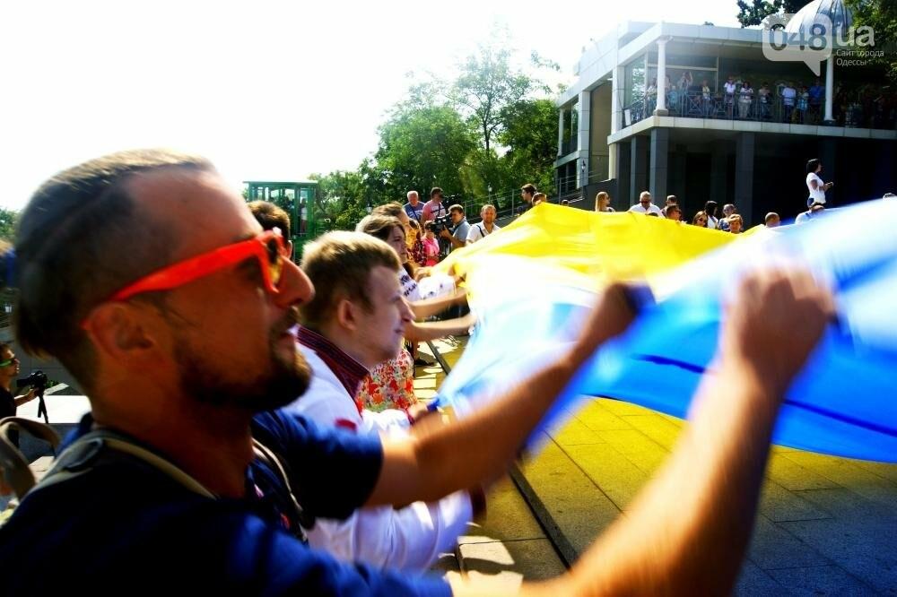 На Потемкинской лестнице в Одессе растянули 26-метровый флаг Украины (ФОТО, ВИДЕО), фото-7
