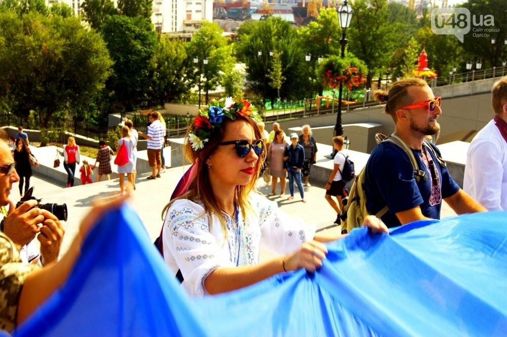 На Потемкинской лестнице в Одессе растянули 26-метровый флаг Украины (ФОТО, ВИДЕО), фото-8