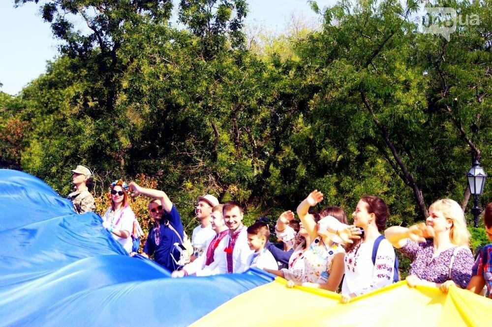 На Потемкинской лестнице в Одессе растянули 26-метровый флаг Украины (ФОТО, ВИДЕО), фото-12