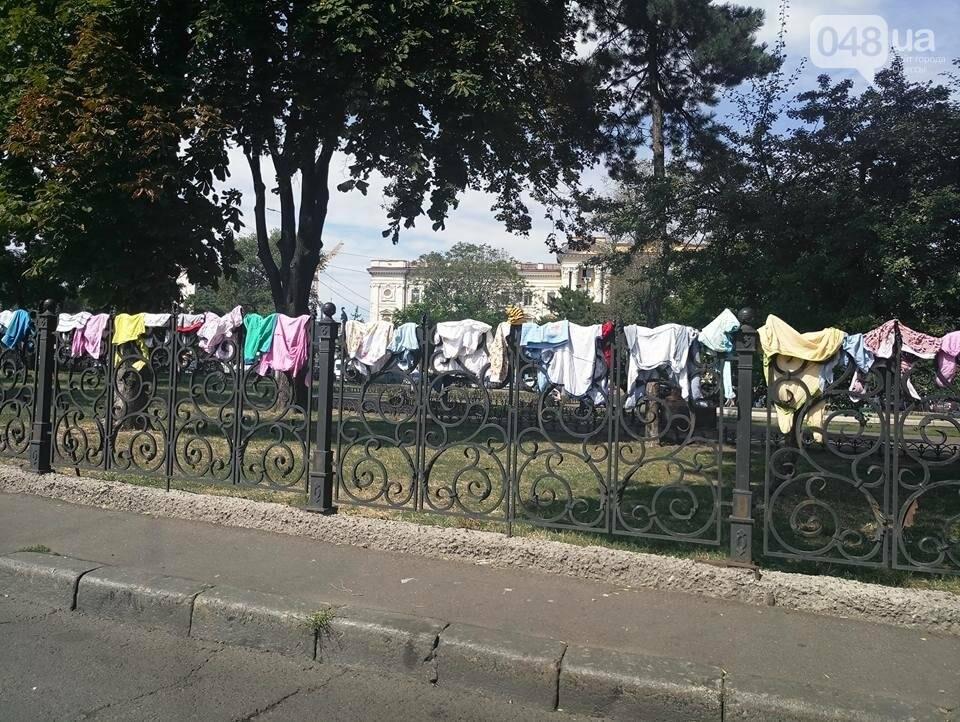 В Одессе туристов пугают старым бельем на вокзале (ФОТО), фото-1