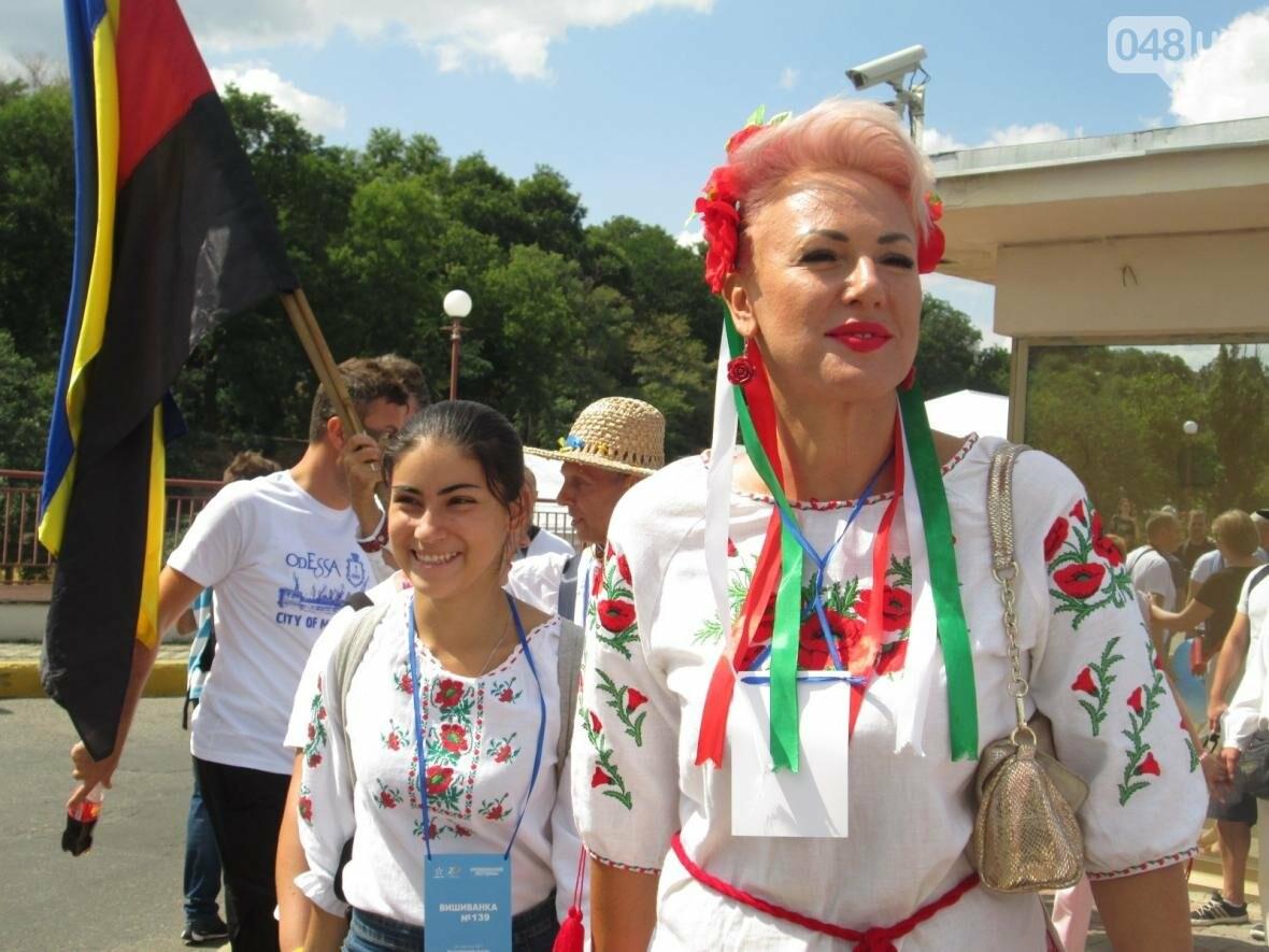 Дюк в вышиванке и неудачный рекорд: одесситов объединила любовь к Украине (ФОТО, ВИДЕО), фото-25