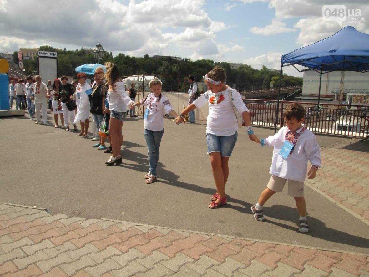 Дюк в вышиванке и неудачный рекорд: одесситов объединила любовь к Украине (ФОТО, ВИДЕО), фото-30