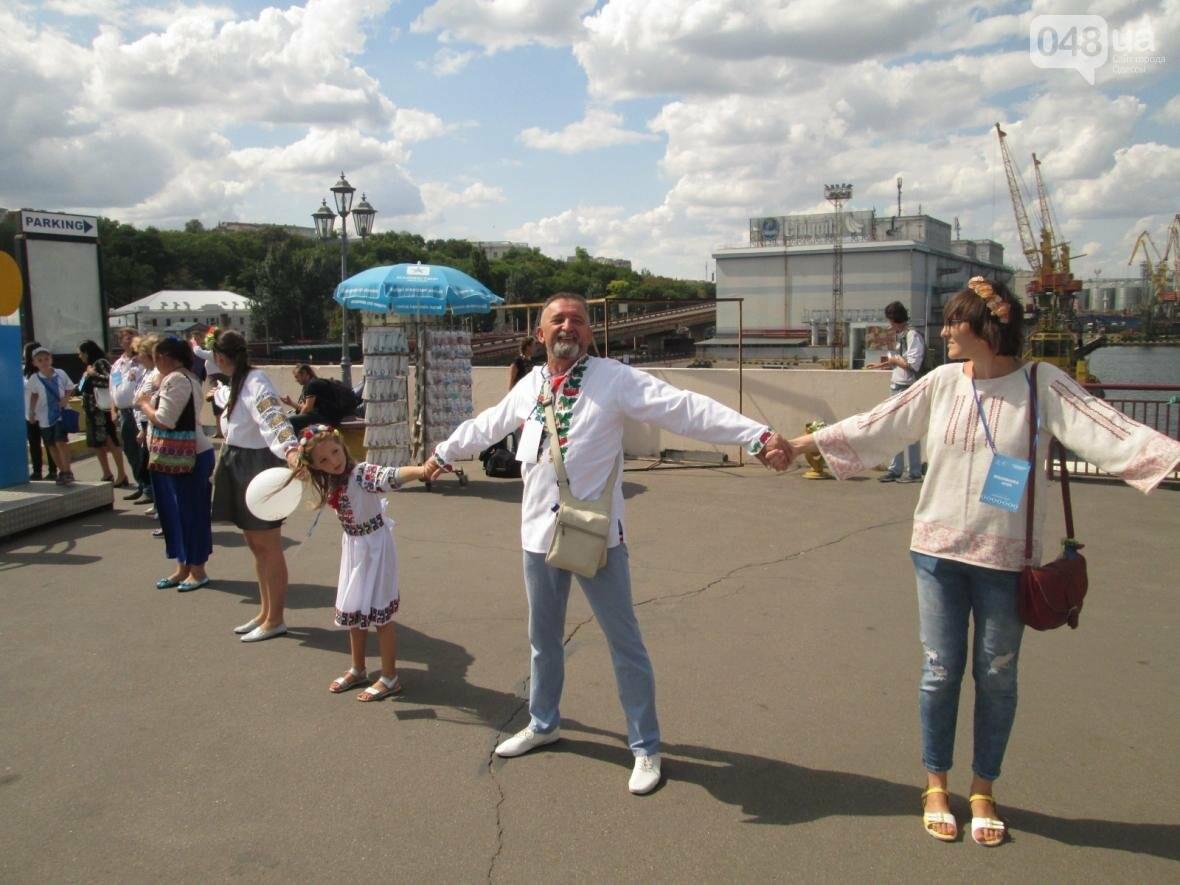 Дюк в вышиванке и неудачный рекорд: одесситов объединила любовь к Украине (ФОТО, ВИДЕО), фото-32