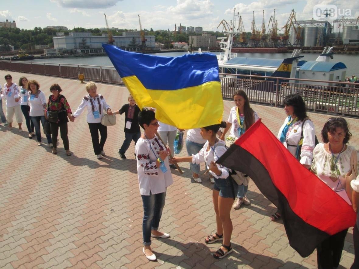 Дюк в вышиванке и неудачный рекорд: одесситов объединила любовь к Украине (ФОТО, ВИДЕО), фото-39