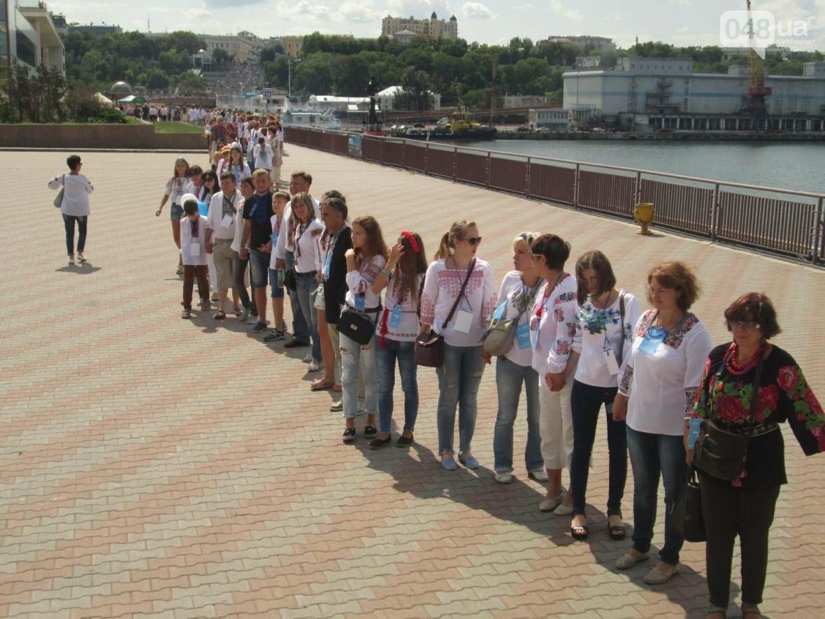 Дюк в вышиванке и неудачный рекорд: одесситов объединила любовь к Украине (ФОТО, ВИДЕО), фото-40