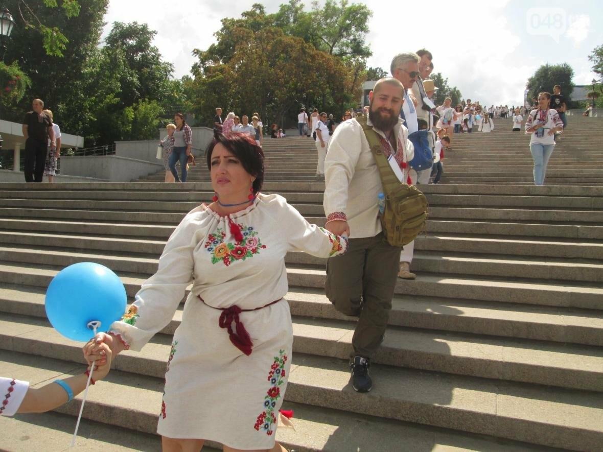Дюк в вышиванке и неудачный рекорд: одесситов объединила любовь к Украине (ФОТО, ВИДЕО), фото-44