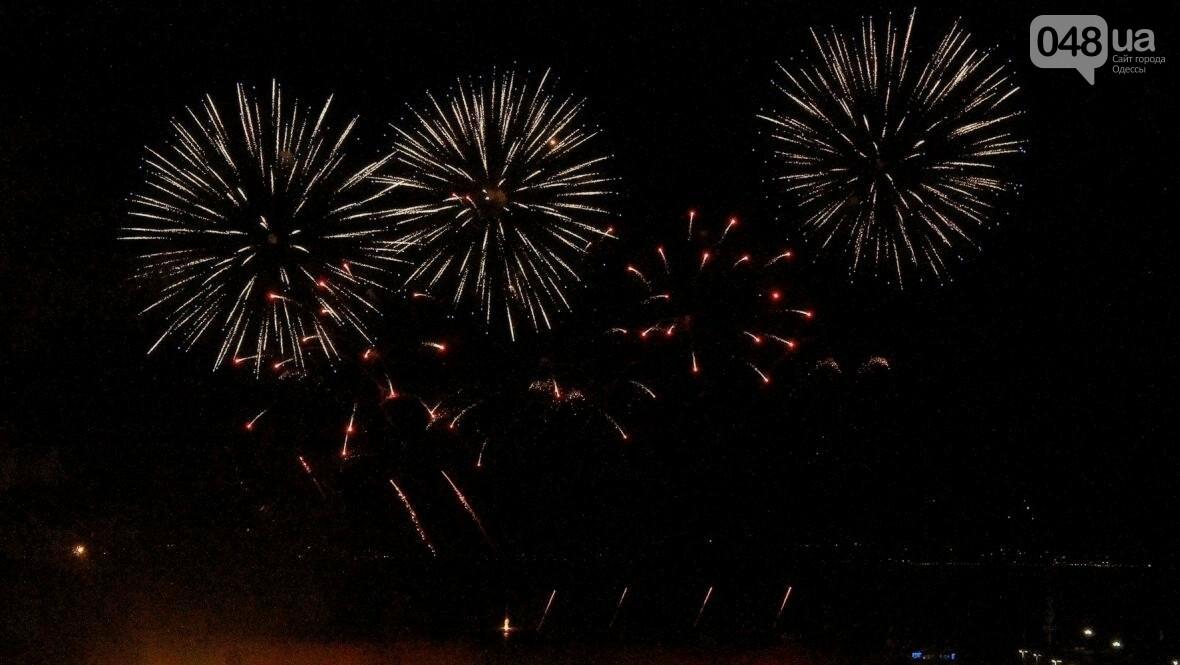 Концерт, салют и лазер-шоу: как одесситы гуляли на Дне Независимости с «Pianoбой» и «Другой Рікой» (ФОТО), фото-15