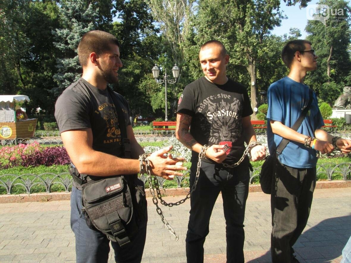 В центре Одессы патриотов сковали в цепи (ФОТО, ВИДЕО), фото-11