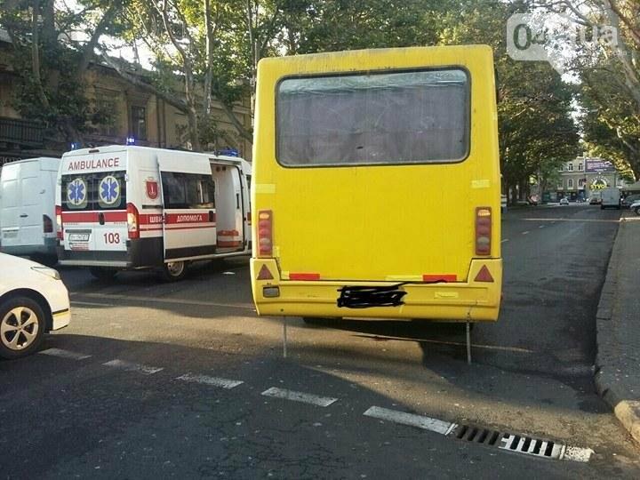 Жуть: В Одессе маршрутка сбила пешеходов  (ФОТО), фото-1