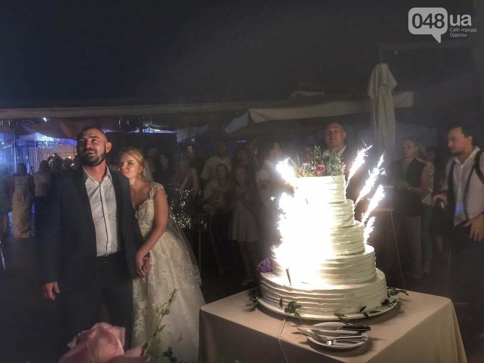 Скромные волонтер и радикал сыграли свадьбу в пафосном ресторане Одессы (ФОТО), фото-3
