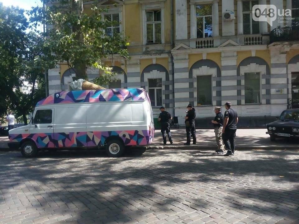 """В центре Одессы """"заминировали"""" фургон с мороженым (ФОТО, ОБНОВЛЕНО, ВИДЕО), фото-1"""