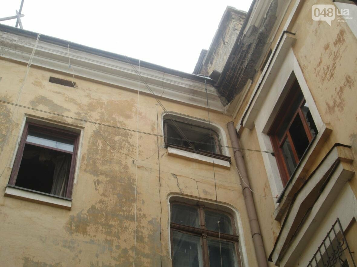 В центре Одессы горела квартира: подъезд залит водой (ФОТО), фото-3