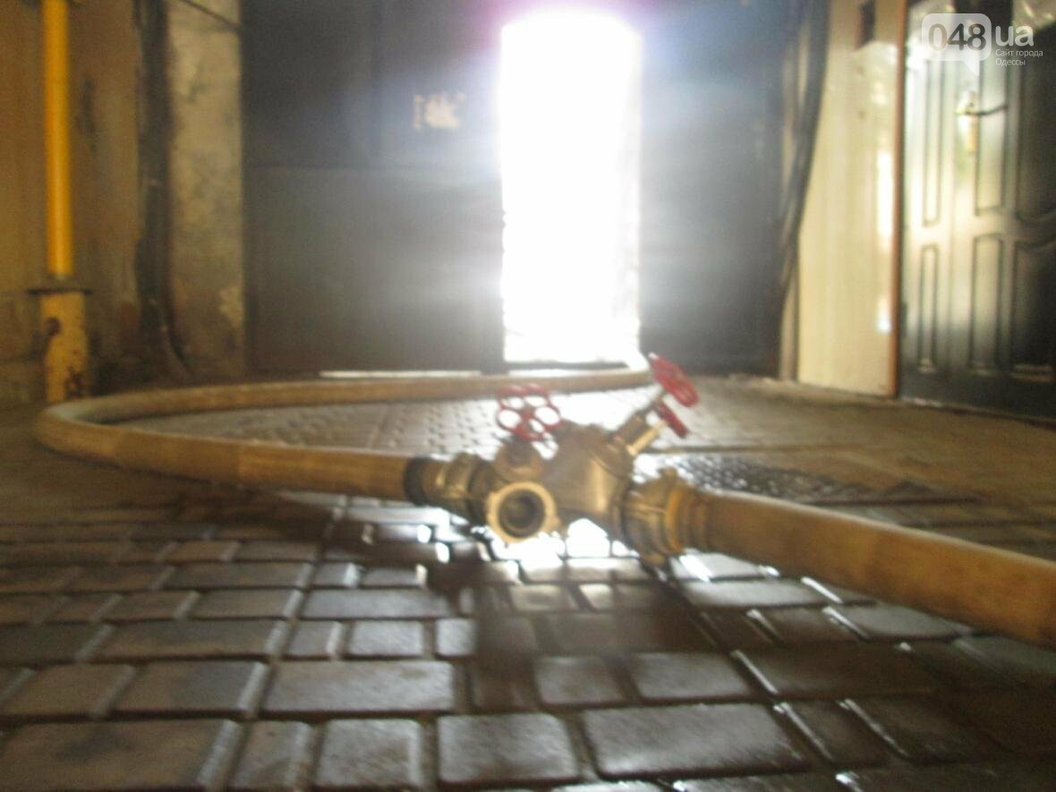 В центре Одессы горела квартира: подъезд залит водой (ФОТО), фото-8
