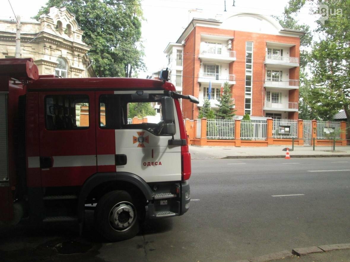 В центре Одессы горела квартира: подъезд залит водой (ФОТО), фото-12