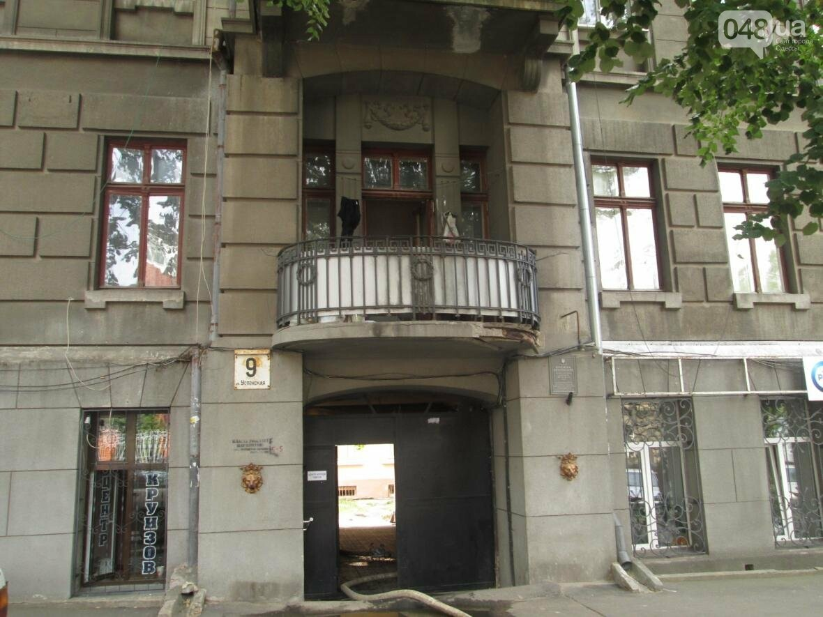 В центре Одессы горела квартира: подъезд залит водой (ФОТО), фото-13