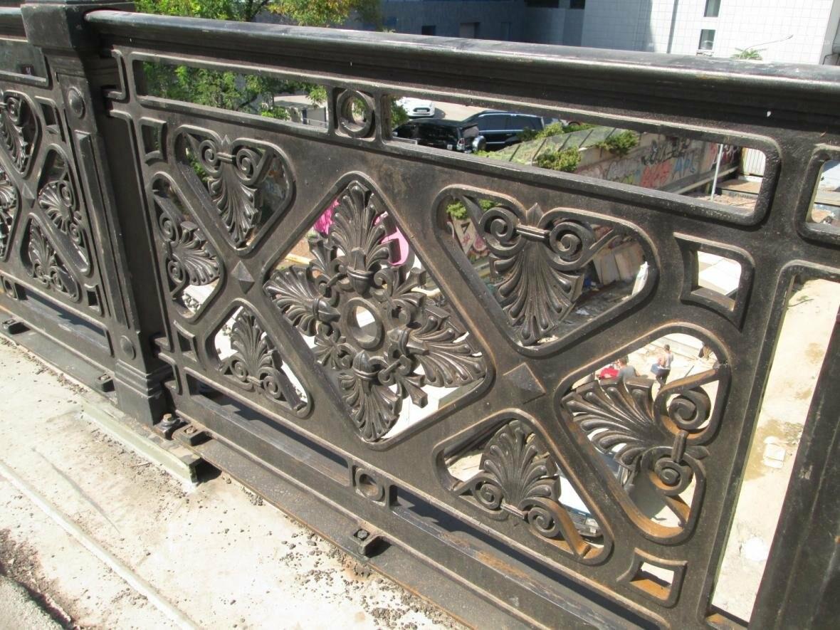Новая ограда и свежая ржавчина: Как ремонтируют легендарный одесский мост (ФОТО), фото-9