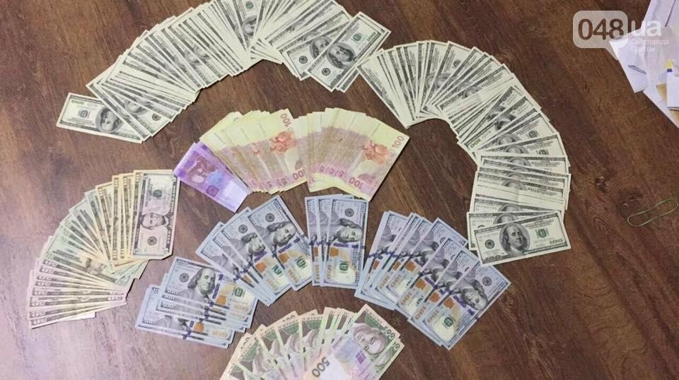 В машине замначальника Одесского управления юстиции нашли тысячи долларов (ВИДЕО), фото-6