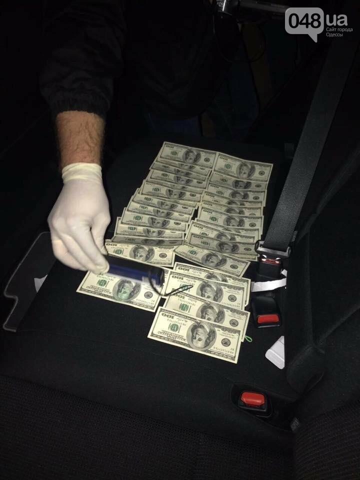 В машине замначальника Одесского управления юстиции нашли тысячи долларов (ВИДЕО), фото-7