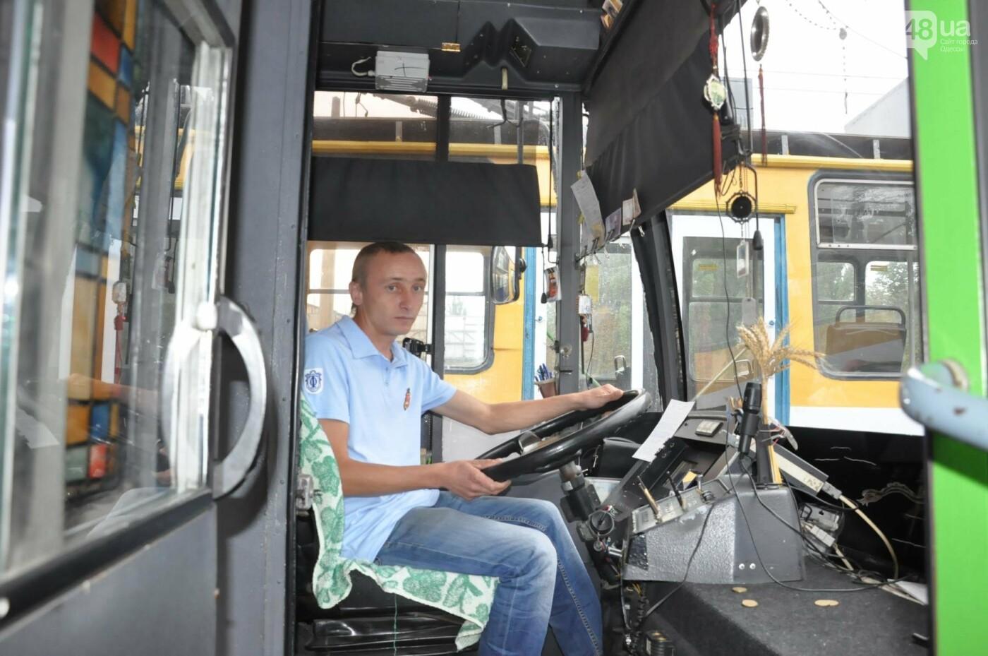 В Одессе сапер-АТОшник управляет троллейбусом (ФОТО), фото-2