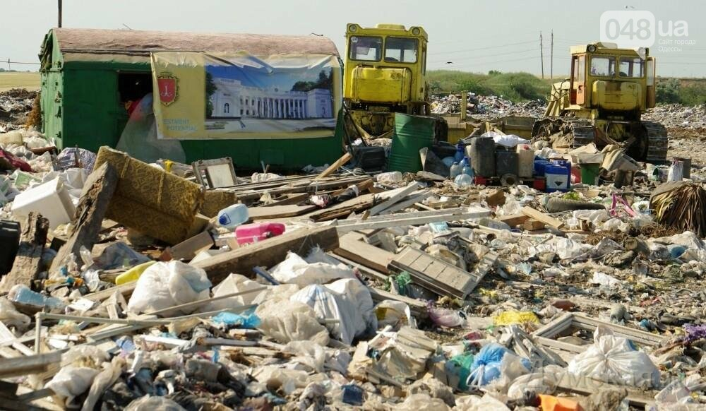 Эколог: сегодня проблему разносимых со свалки полиэтиленовых пакетов в Одессе можно решить только путем перекрытия дорог , фото-1