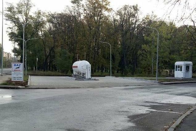 Незаконную газовую заправку установили прямо на въезде в Аэропорт Одесса, фото-1