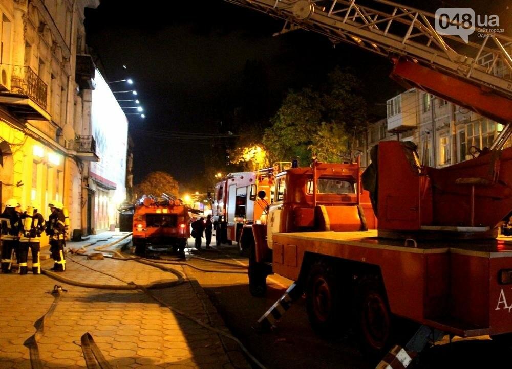 Одесса в огне: В центре города горел памятник архитектуры (ФОТО, ВИДЕО), фото-4