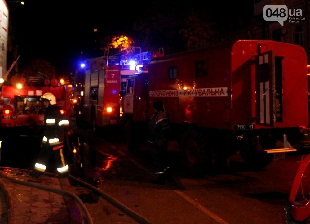 Одесса в огне: В центре города горел памятник архитектуры (ФОТО, ВИДЕО), фото-1