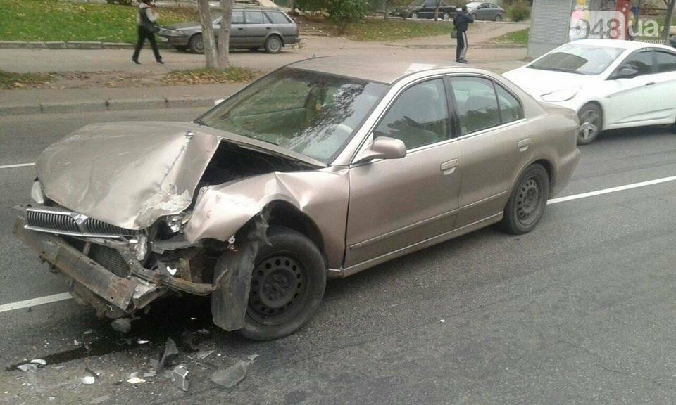 """Таксист на """"евробляхах"""" устроил аварию в Одессе и сбежал (ФОТО), фото-1"""