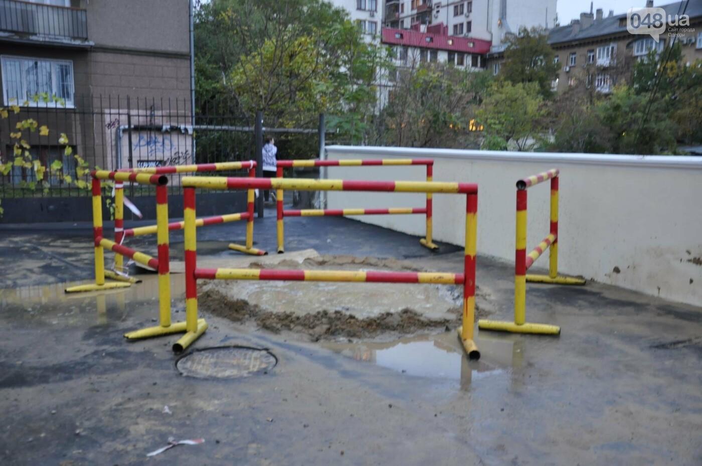 На реконструируемом мосту в Одессе провалился свежий асфальт (ФОТО), фото-1