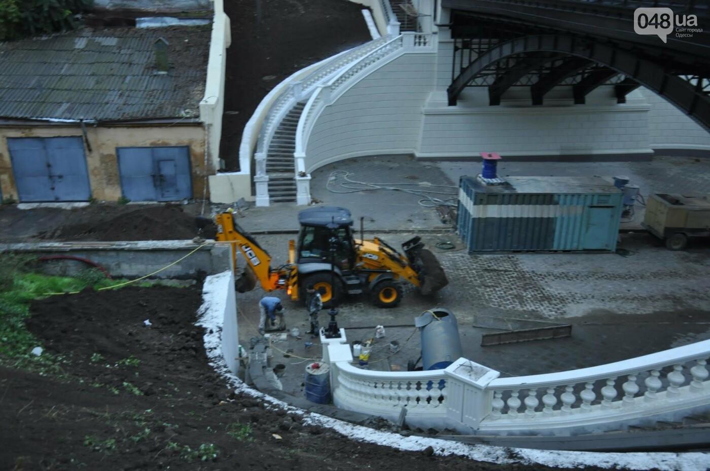 На реконструируемом мосту в Одессе провалился свежий асфальт (ФОТО), фото-13