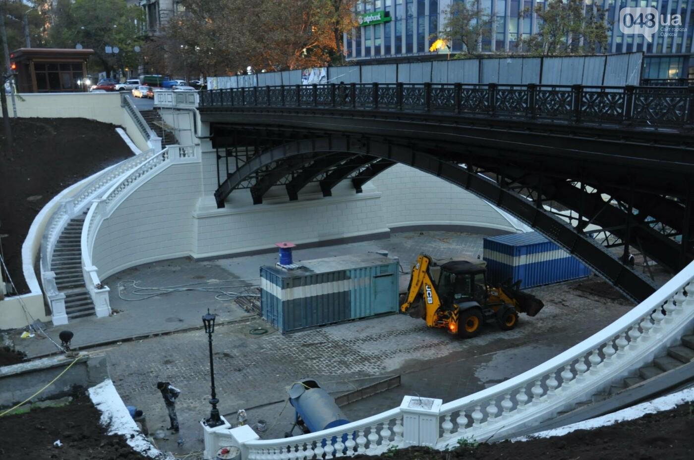 На реконструируемом мосту в Одессе провалился свежий асфальт (ФОТО), фото-14