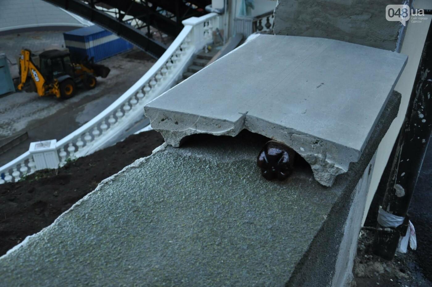 На реконструируемом мосту в Одессе провалился свежий асфальт (ФОТО), фото-12