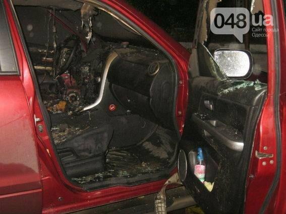 Под Одессой бандиты сожгли машину под носом у хозяина (ФОТО), фото-1