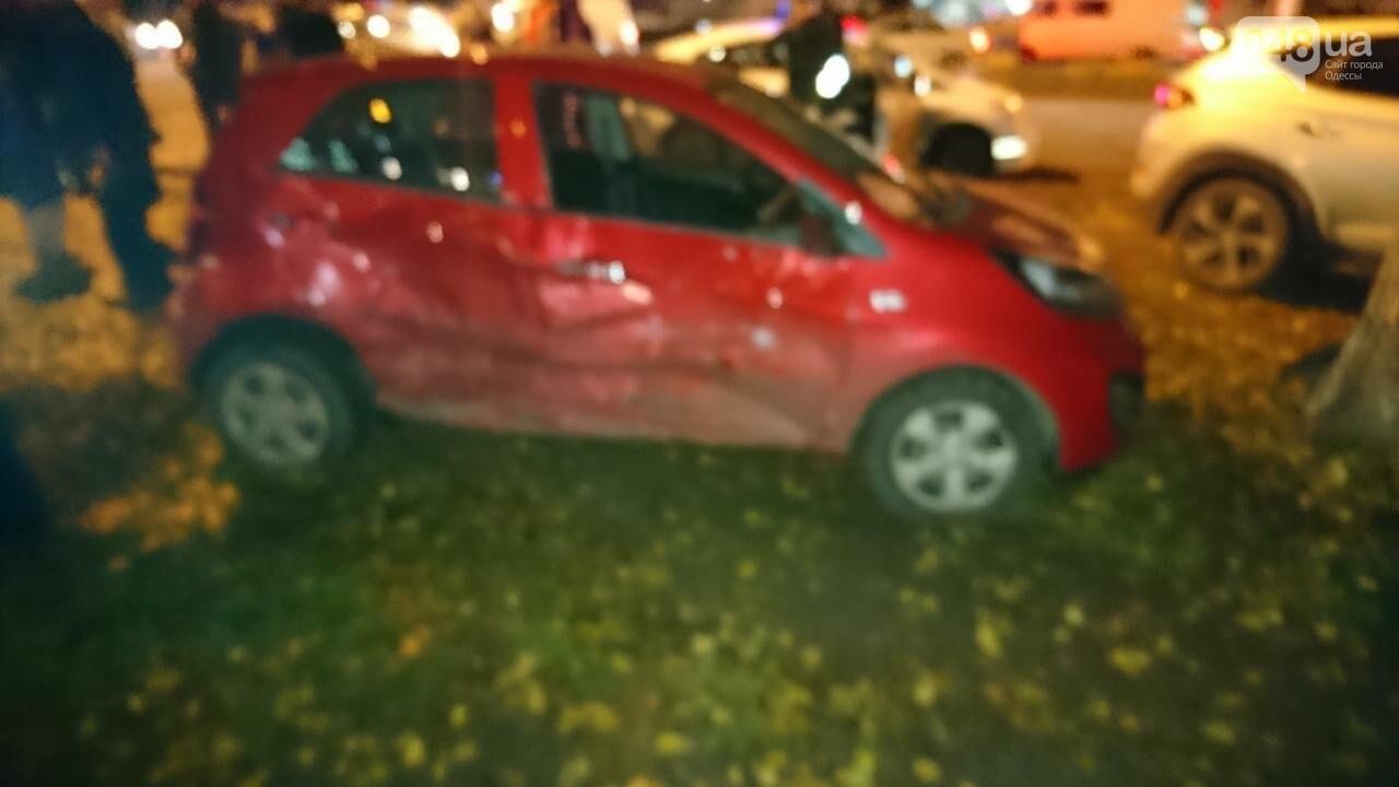 В крупной аварии в Одессе пострадала девушка, фото-1