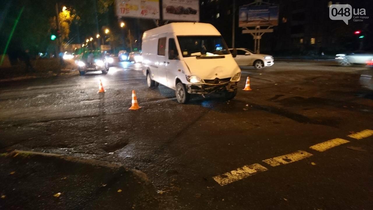 В крупной аварии в Одессе пострадала девушка, фото-2