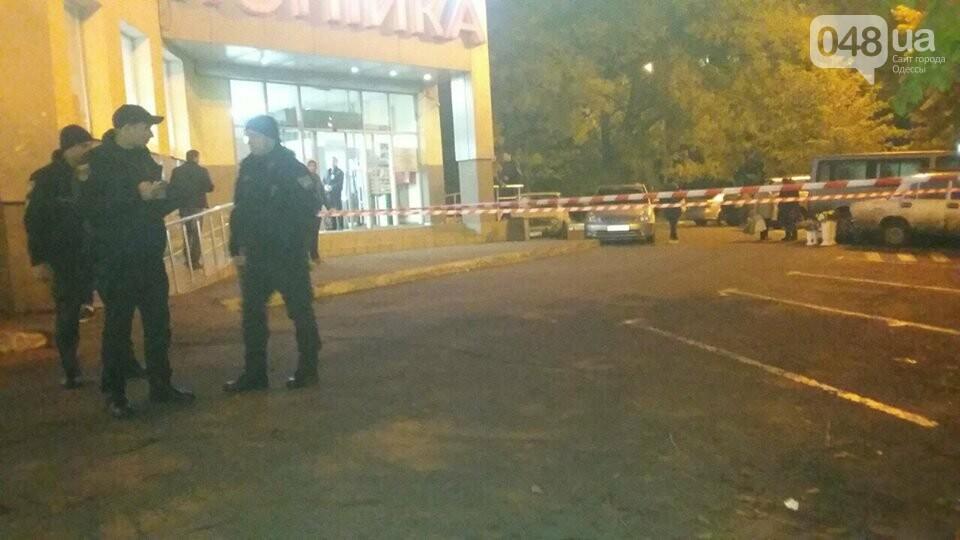 Коробка с наушниками вызвала панику в одесском супермаркете (ФОТО), фото-1