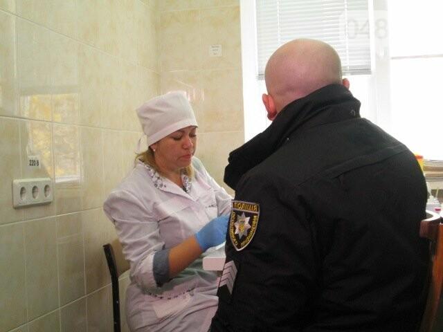 В Одессе полицейские и журналисты сдали кровь для тяжело раненых (ФОТО) , фото-4