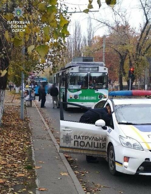 В Одессе троллейбус сбил 9-летнюю школьницу, фото-1