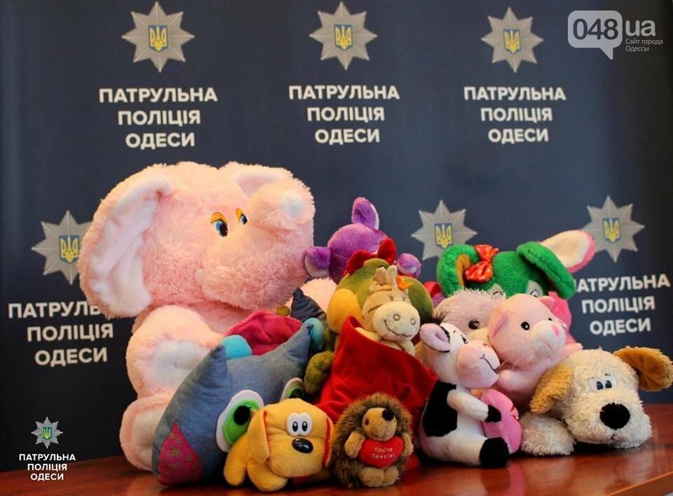 Одесских патрульных вооружили плюшевыми мишками и слониками (ФОТО) , фото-1