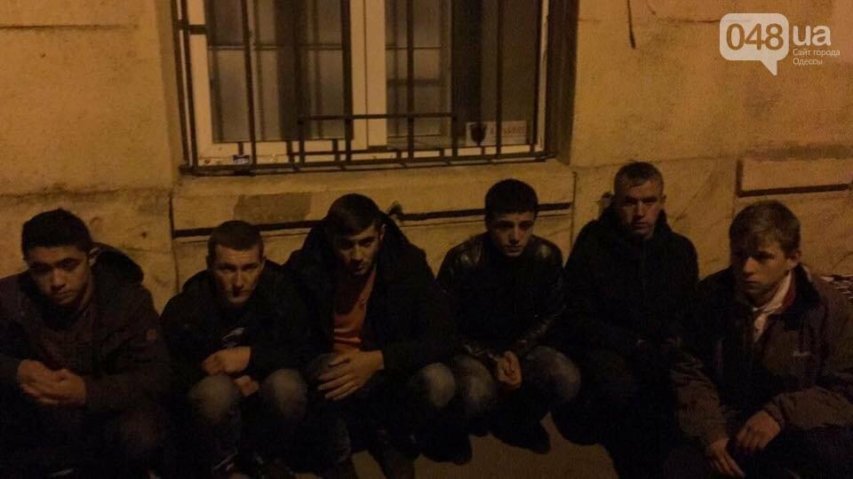 В центре Одессы группа студентов с ножами ограбила салон красоты (ФОТО), фото-1