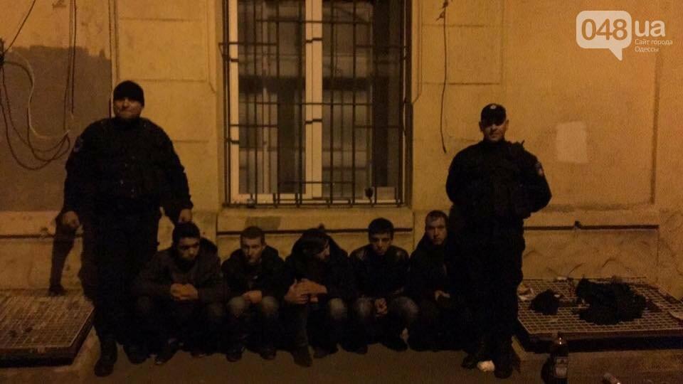 В центре Одессы группа студентов с ножами ограбила салон красоты (ФОТО), фото-2