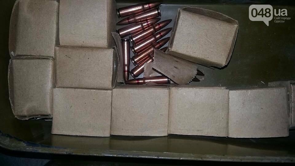 На одесском кладбище в машине нашли тайник с оружием (ФОТО), фото-1