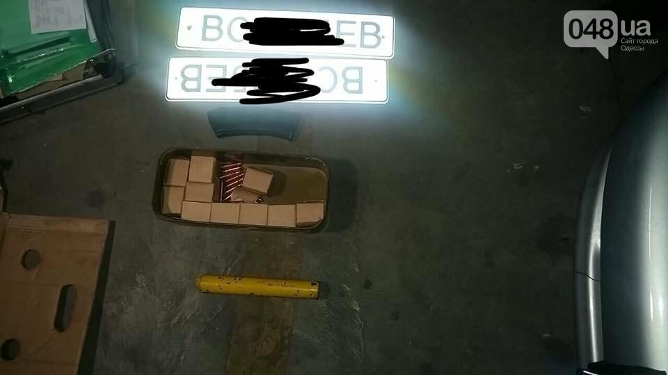 На одесском кладбище в машине нашли тайник с оружием (ФОТО), фото-2