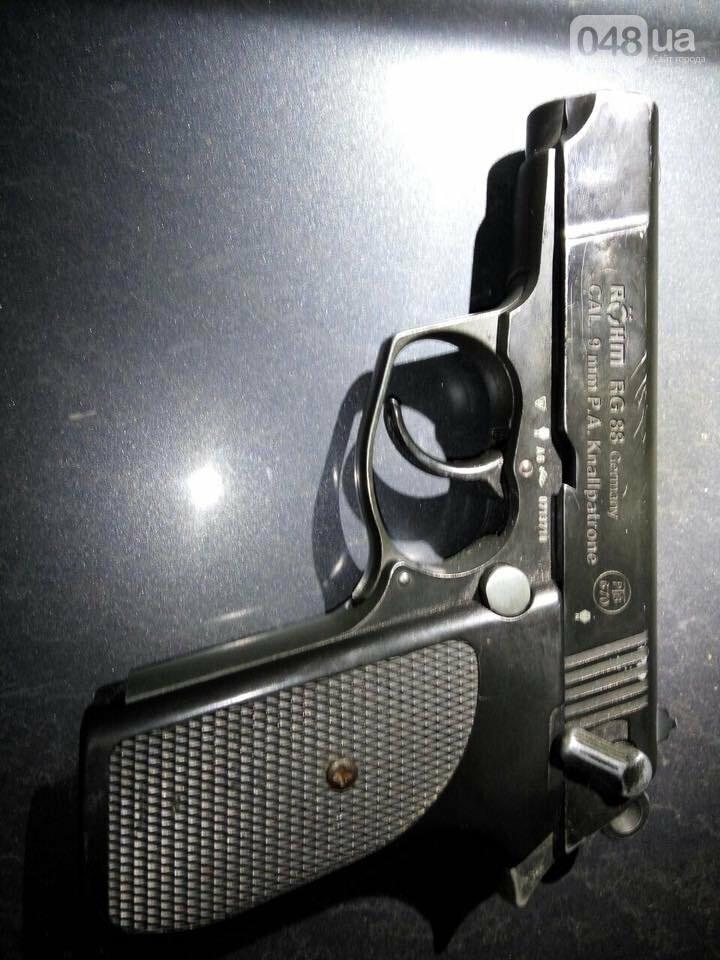 На одесском кладбище в машине нашли тайник с оружием (ФОТО), фото-4