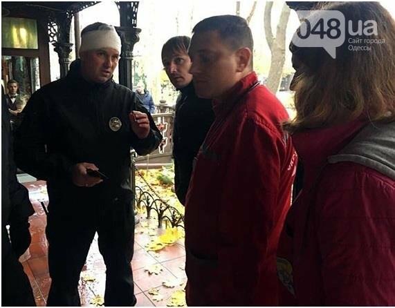 Количество раненых полицейских в центре Одессы резко сократилось вдвое (ФОТО), фото-1