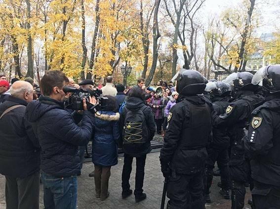 Количество раненых полицейских в центре Одессы резко сократилось вдвое (ФОТО), фото-4