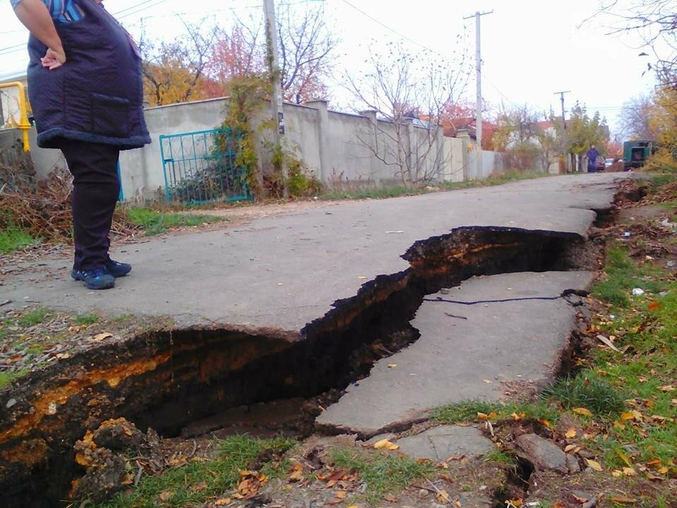 В Черноморске снова произошел оползень (ФОТО), фото-1