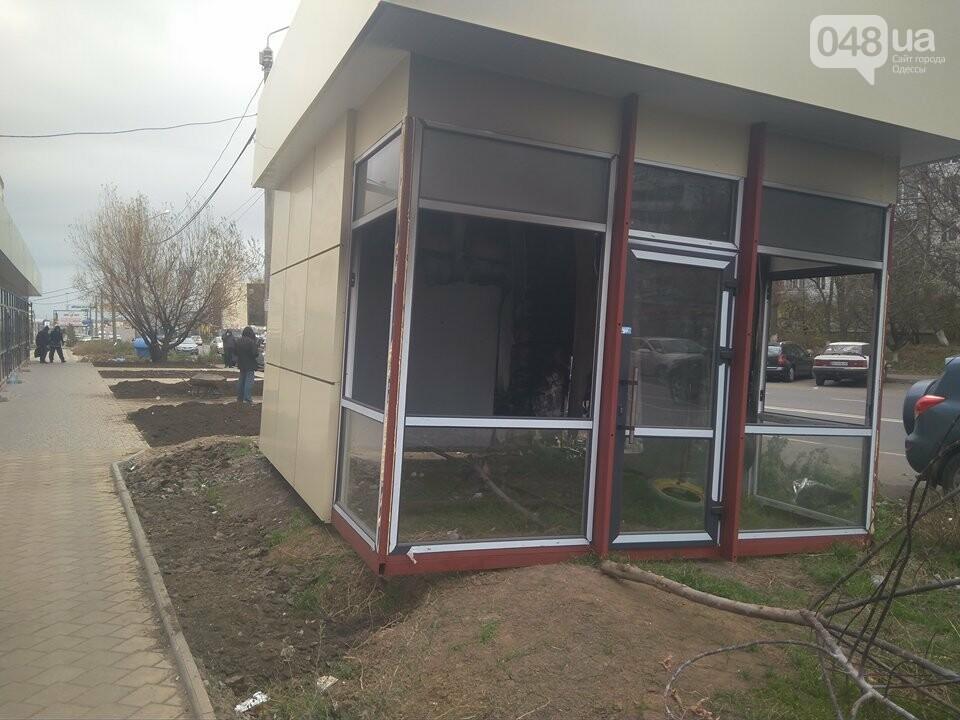 В Одессе неизвестные сожгли магазин и BMW (ФОТО), фото-1